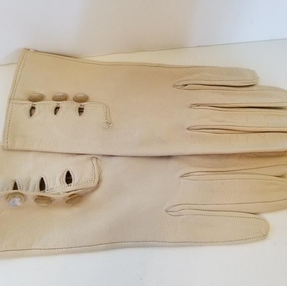 8329da0c4 @@Vintage cream soft leather gloves pearl buttons.  M_5b7cd8b1aaa5b8cad696b815
